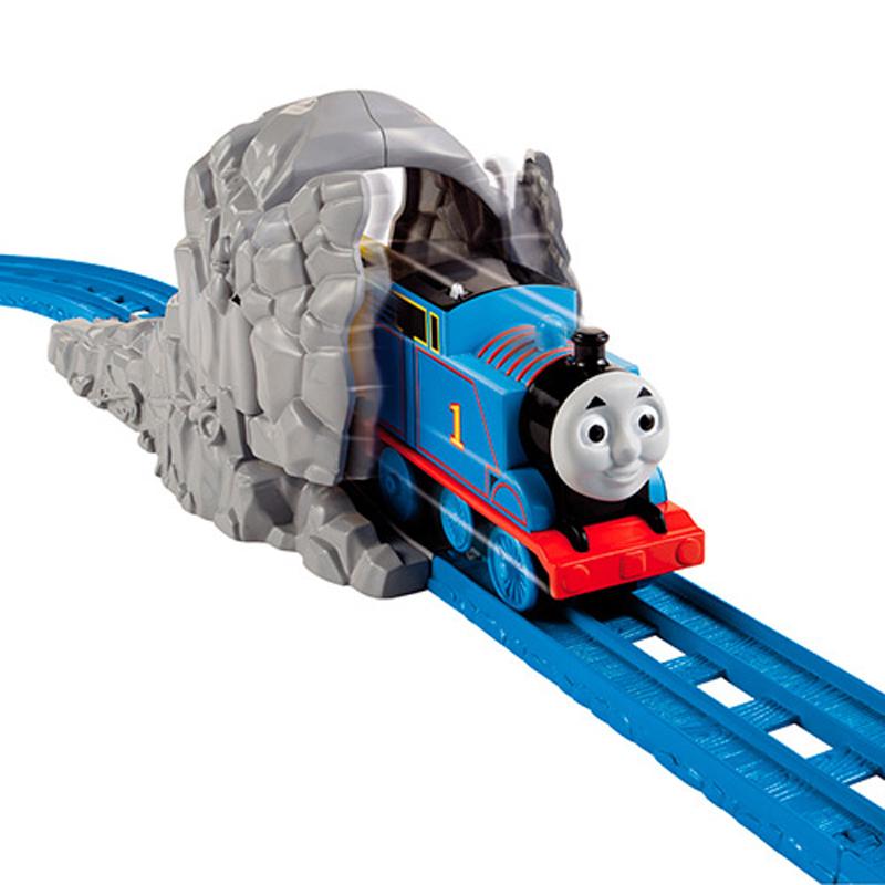Bo duong ray Thomas & Friends vuot cong trinh